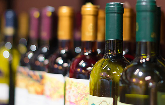 label-markets-marketing-promotional-wine-beverage-store-shelf-bottles-dls