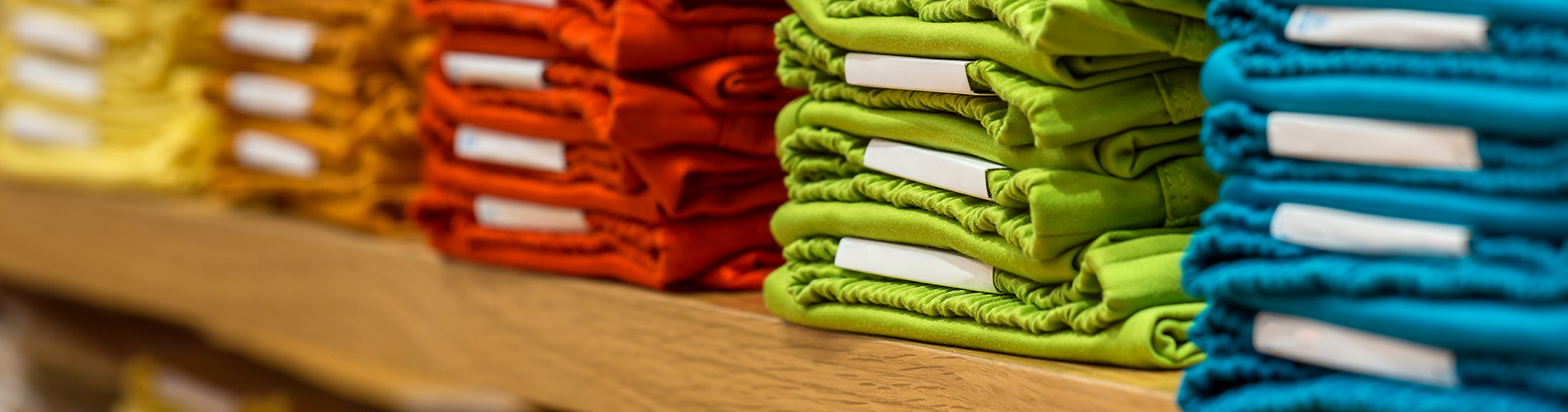 label-markets-retail-labels-clothes-folded-shirts-colors-table-dls