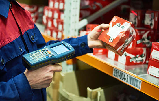 label-markets-warehouse-labels-barcode-scanner-scanning-products-barcode-shelf-dls